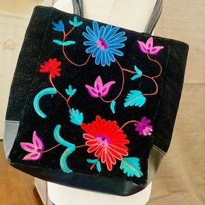 Beautiful embroidered purse, black w multi flowers